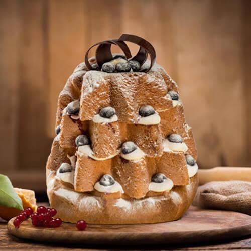 Pandoro con crema pasticcera e amarene